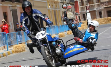 Acrobatic Sidecar Show
