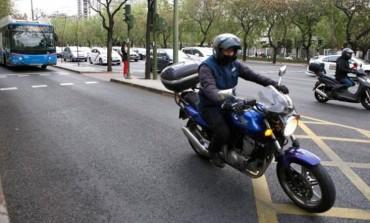 El Ayuntamiento de Madrid planea prohibir las motos en el carril-bus de Castellana
