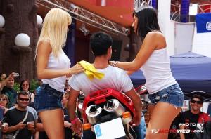 show-chicas-lavamotos-ducati-748-06