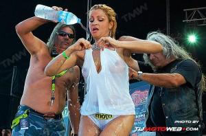 concentracion-faro-concurso-camisetas-mojadas-10