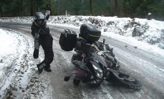 Consejos básicos para conducir una moto con mal tiempo