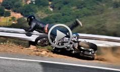 Accidente de moto en directo contra el guardarrail