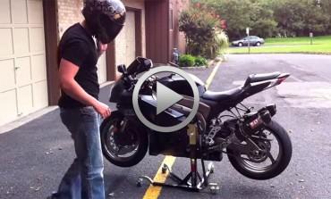 Interesante soporte para desplazar tu moto