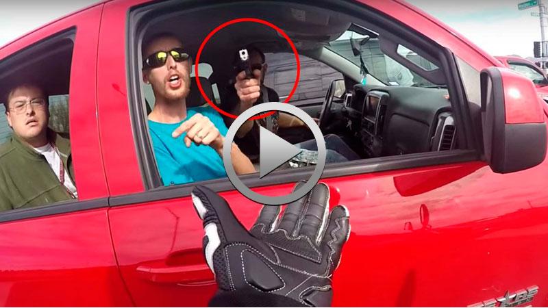 20170328-videos-tmw-tonta-trifulca-en-carretera-acaba-a-punta-de-pistola