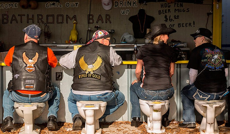 Bathroom Bar en Daytona Bike Week