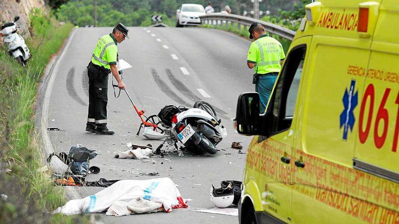 20170927-tmw-noticias-mueren-dos-motoristas-al-chocar-contra-un-camion