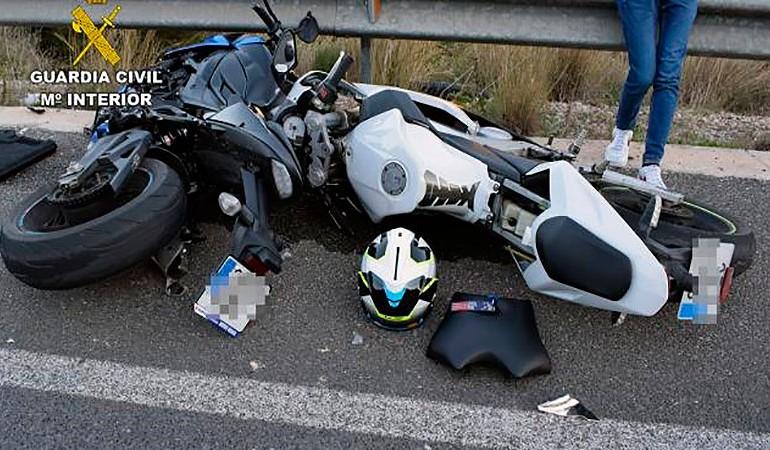 DGT | Conductor arrestado 5 horas después de colisionar con 2 motoristas